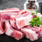 Całe mięso drobiowe i świńskie sprzedawane w Polsce jest modyfikowane genetycznie